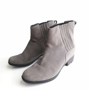Sorel Lolla Chelsea Pull On Ankle Boots Gray Suede